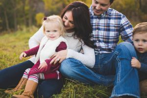 family-playing-at-lake-elmo-park-minnesota-katie-jeanne-photography_0455