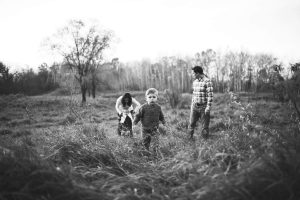 family-playing-at-lake-elmo-park-minnesota-katie-jeanne-photography_0463
