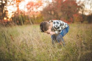 child-and-his-dog-playing-at-tree-farm-katie-jeanne-photography_0480