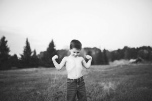 child-and-his-dog-playing-at-tree-farm-katie-jeanne-photography_0492